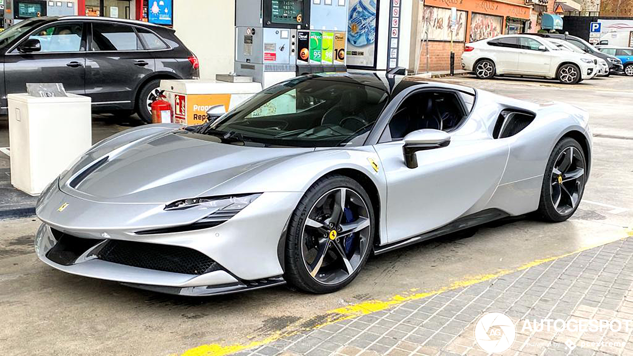 We nemen een kijkje in de Ferrari SF90 Stradale