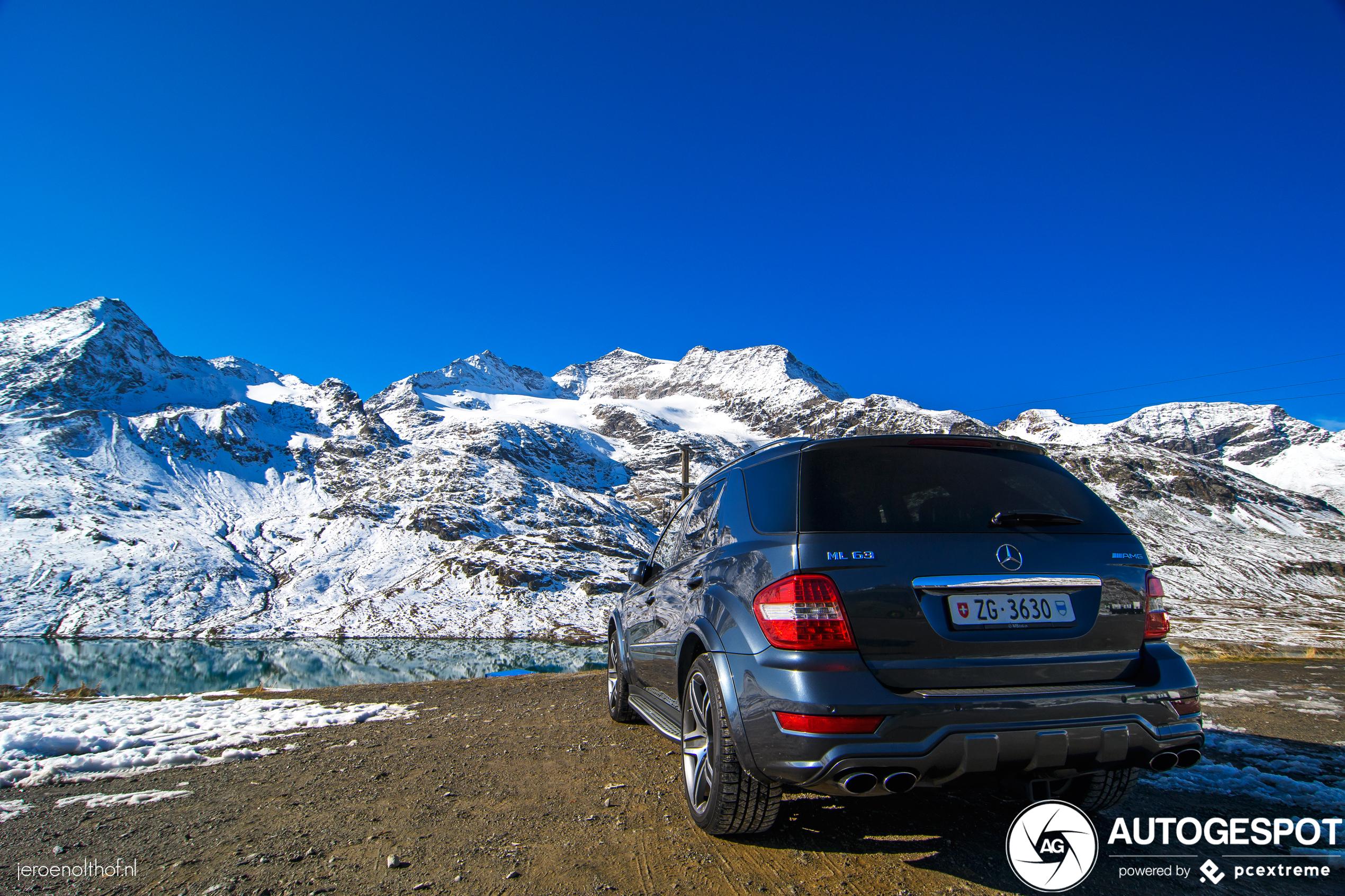 Mercedes-Benz ML 63 AMG 10th Anniversary geniet van het uitzicht