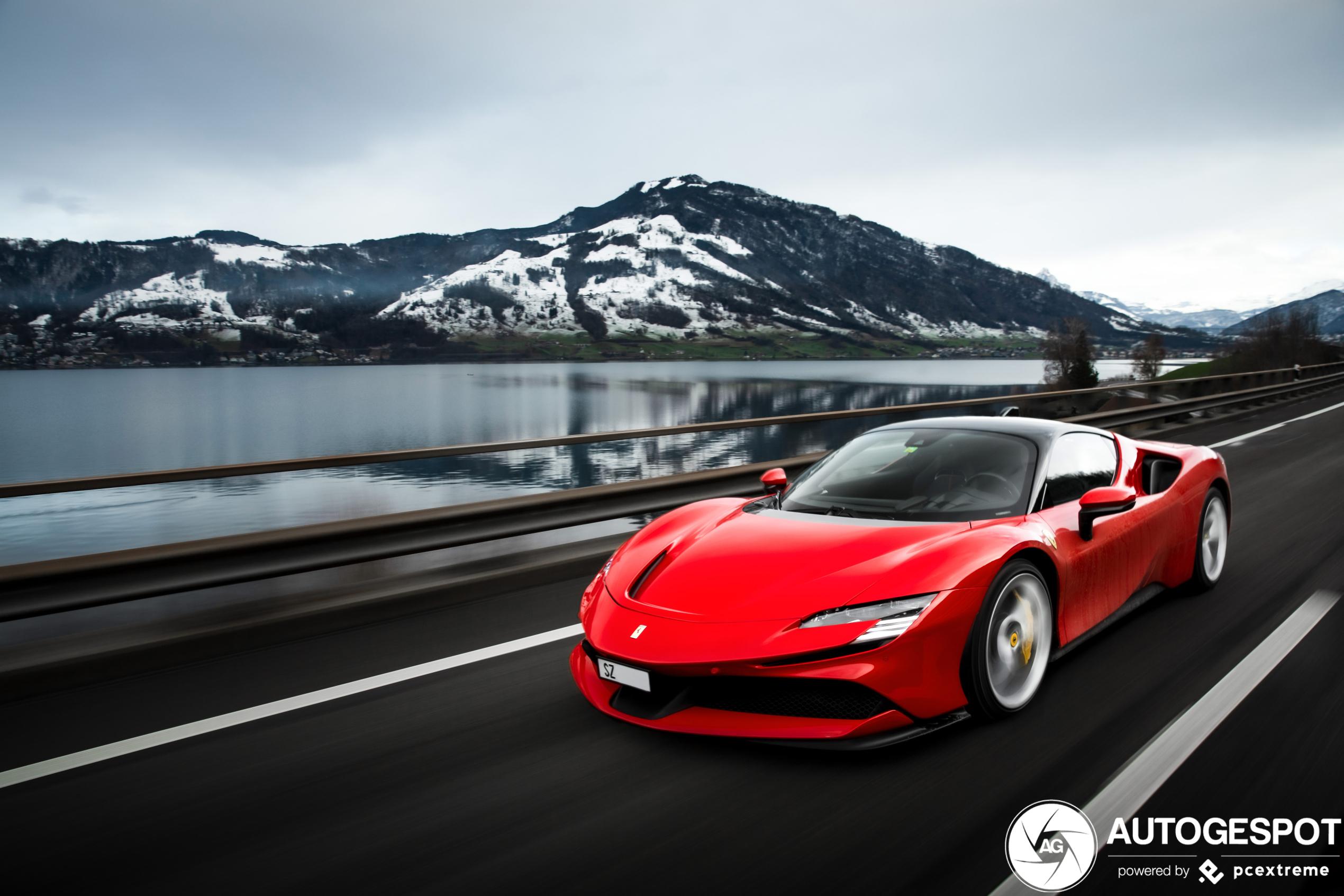 Zo lekker zagen we de Ferrari SF90 Stradale nog niet eerder!