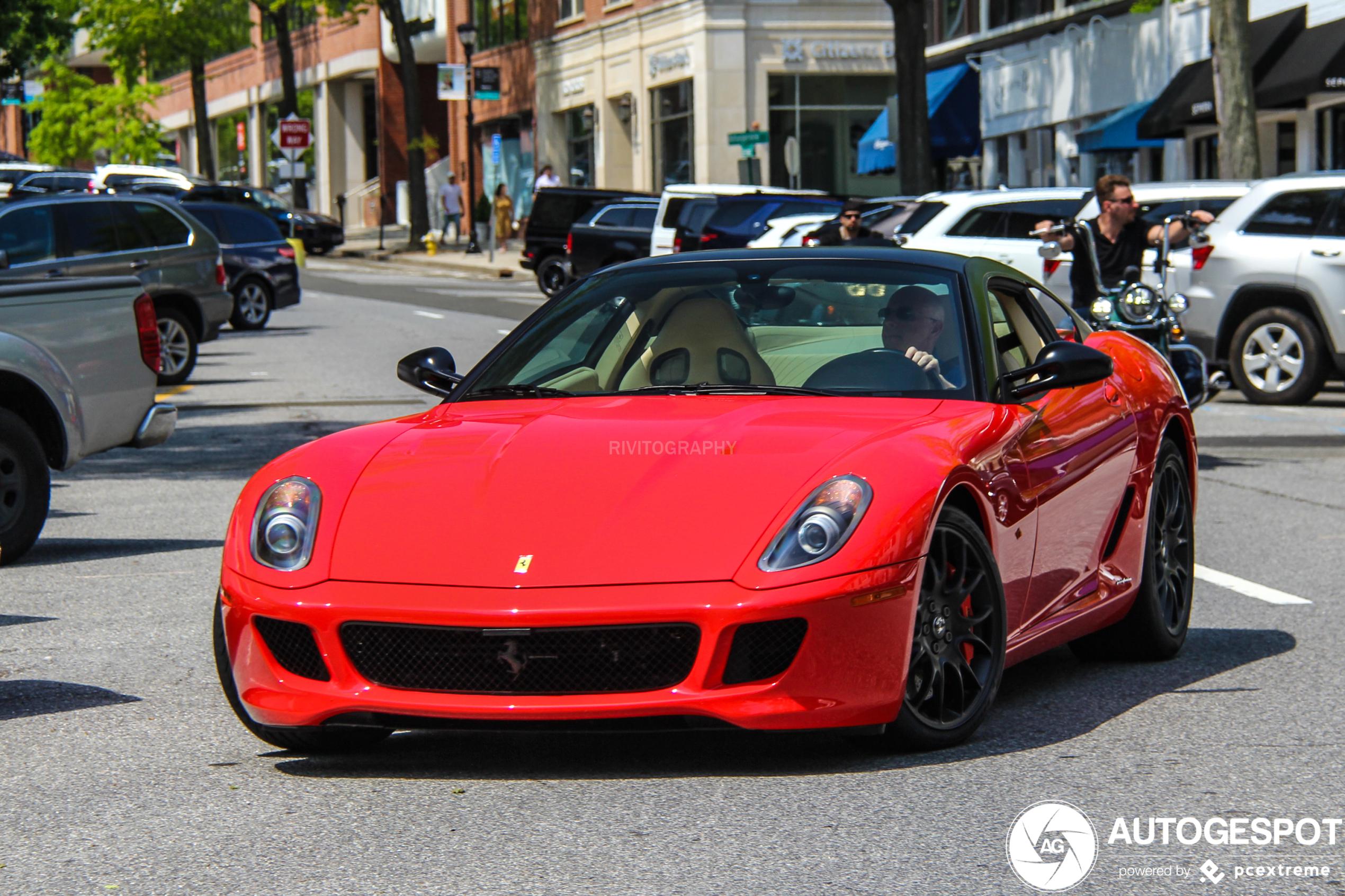 In deze Ferrari 599 GTB Fiorano was het nog werken