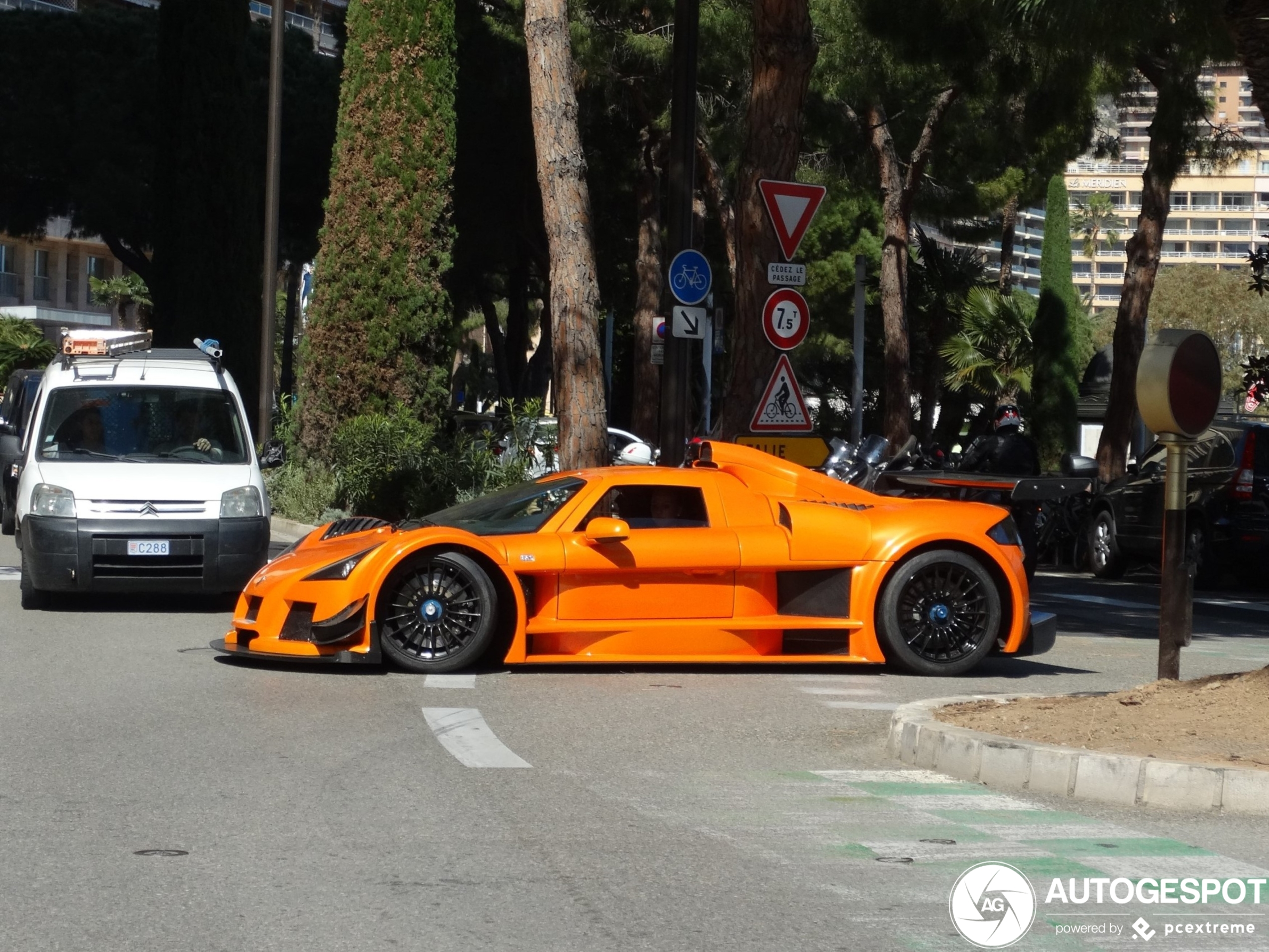 Monte Carlo Casino is de beste plek om exotische auto's te spotten