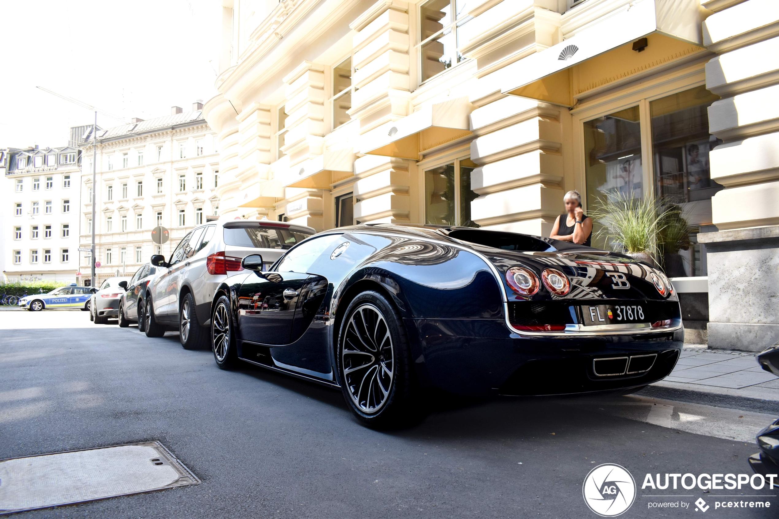 Bugatti Veyron 16.4 Super Sport draagt carbon fiber body met trots