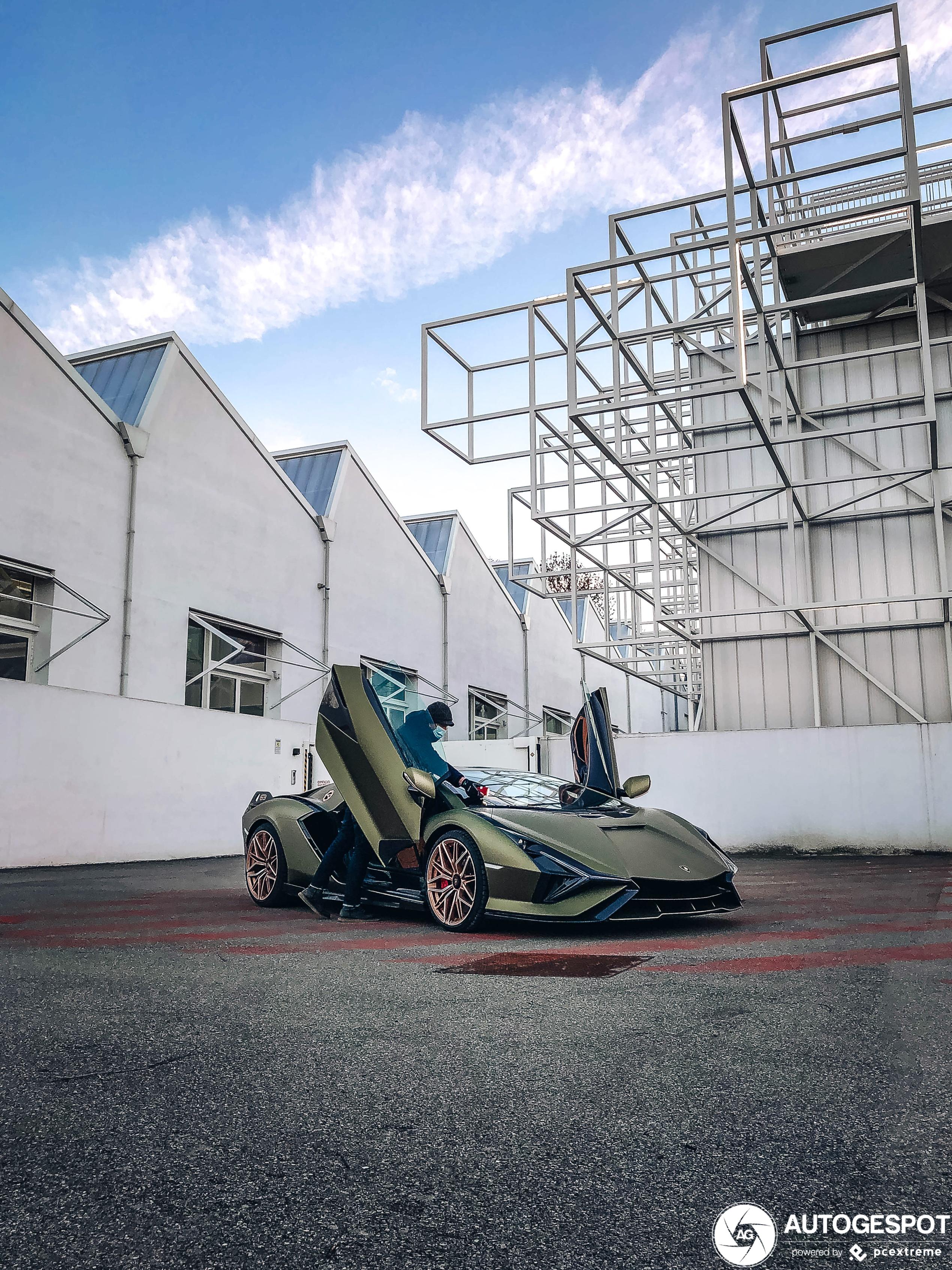 Lamborghini Sián FKP 37 laat zich zien in Bologna!