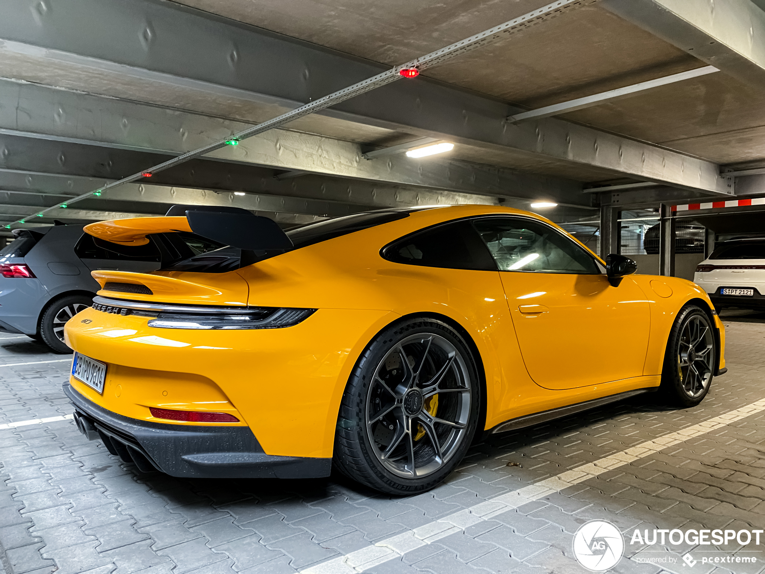 Primeur gespot: Porsche 992 GT3 in PTS Signal Yellow