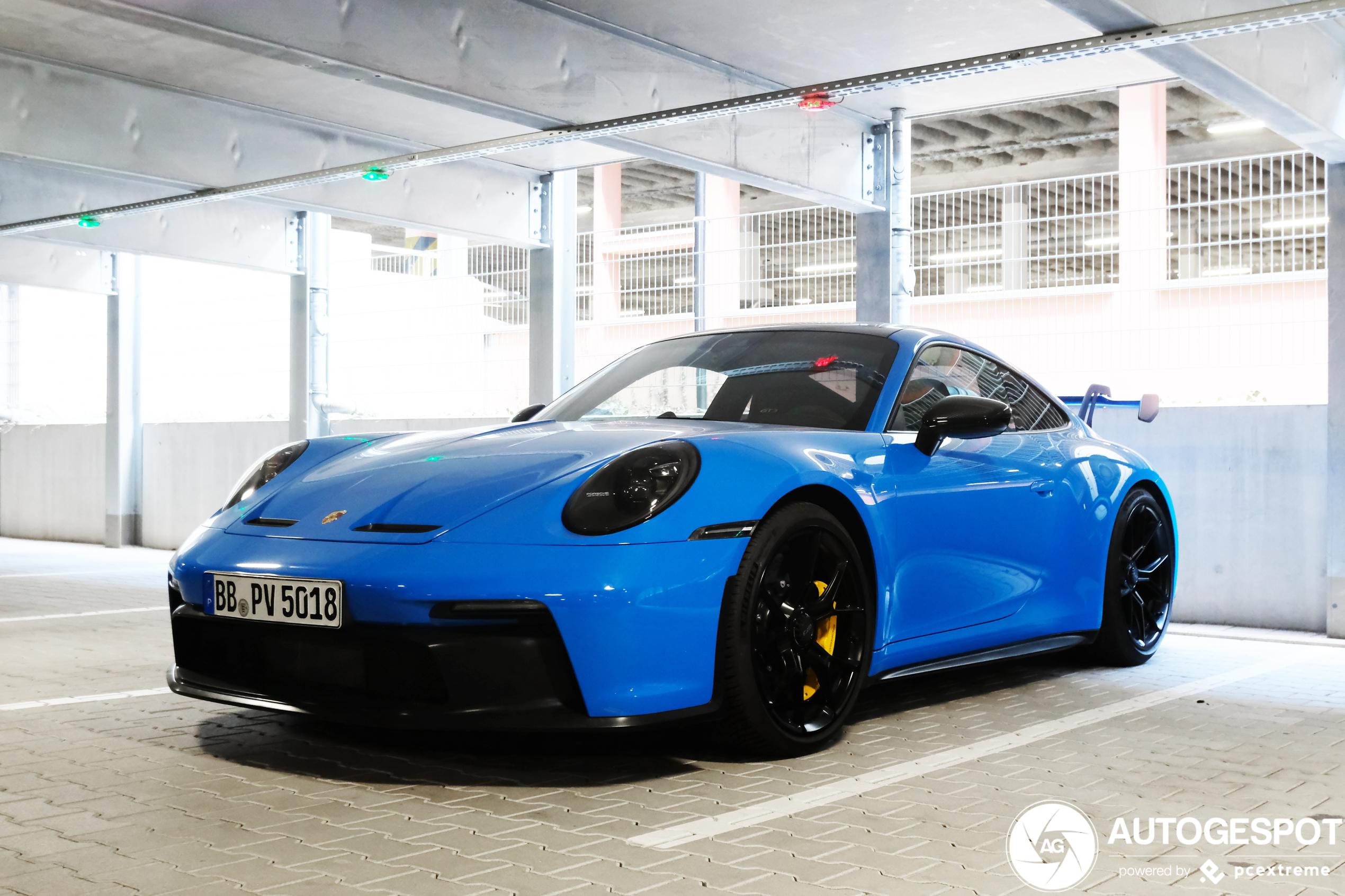 Porsche 992 GT3 in Shark Blue laat ons zwijmelen
