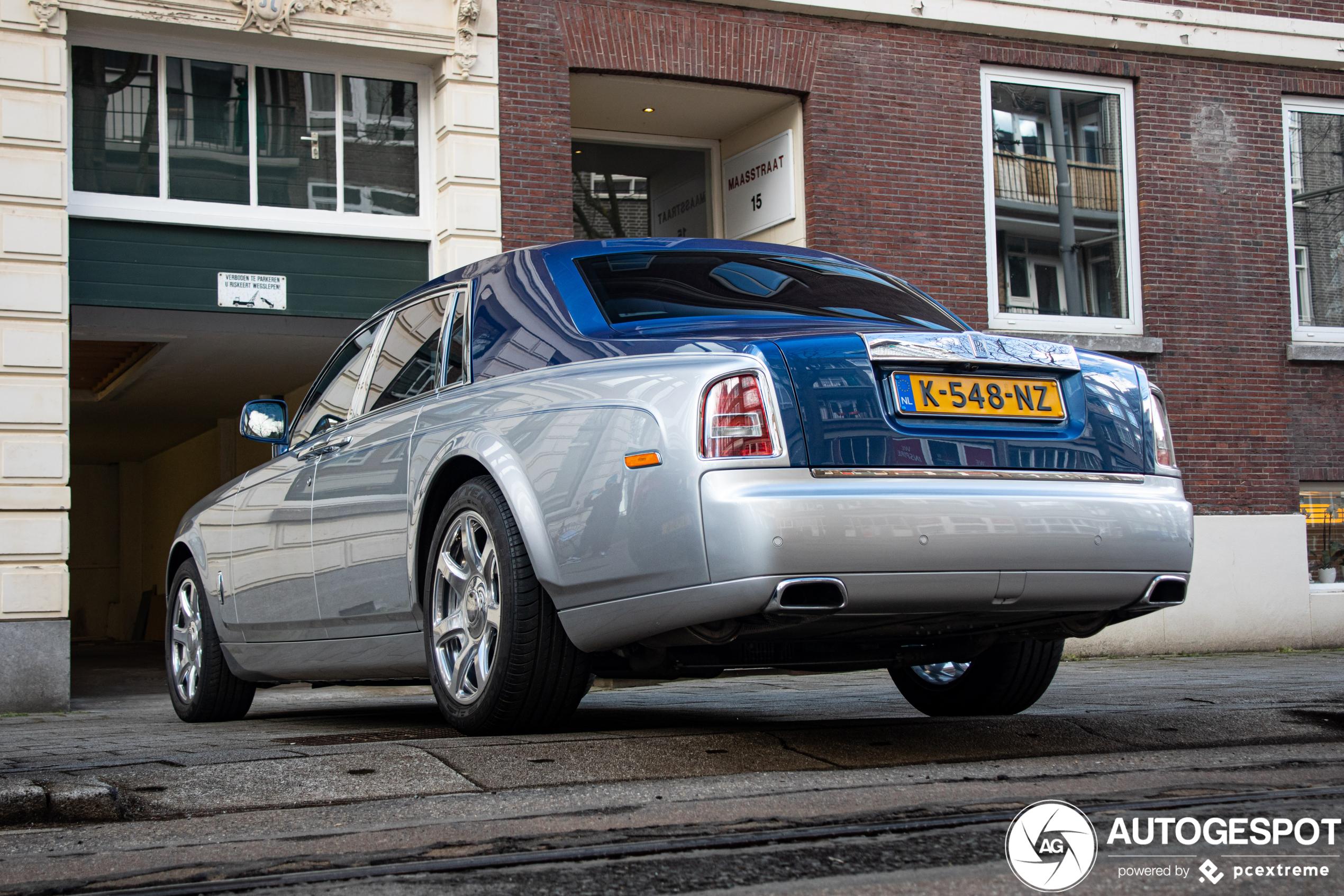 Rolls-Royce Phantom Series II past maar net in garage?