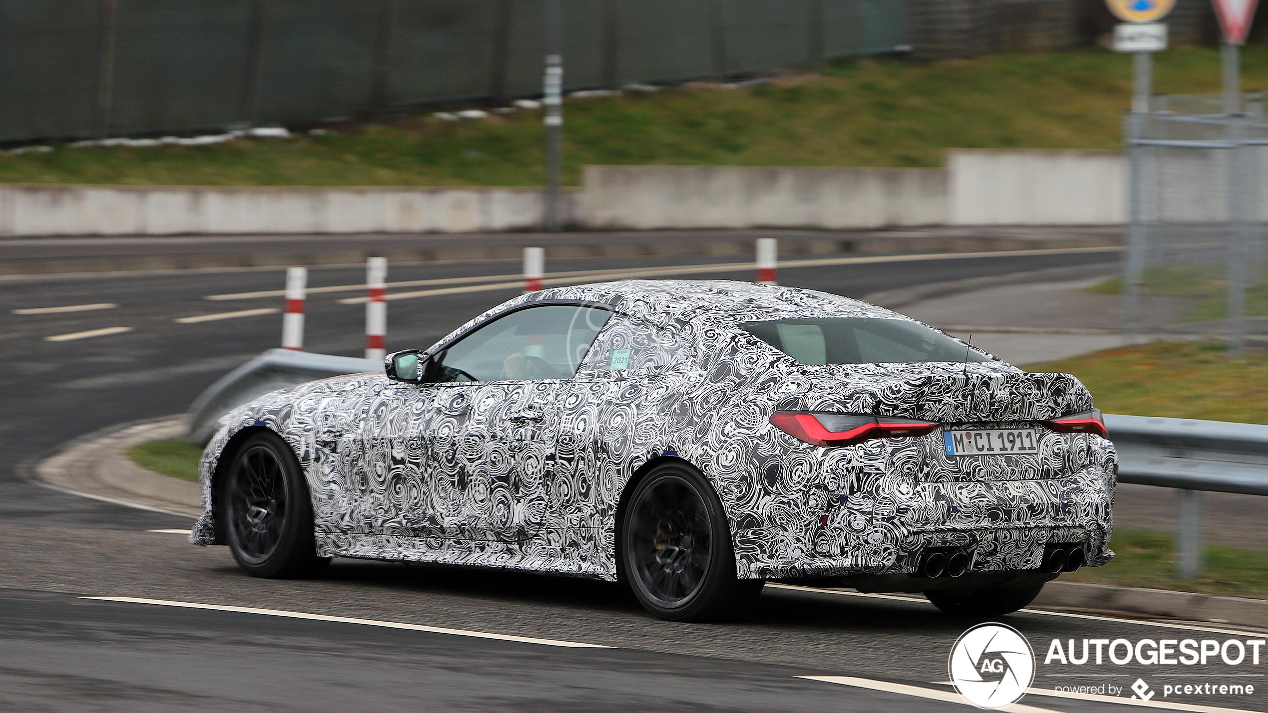 BMW M4 CSL laat zijn neus zien op de Nürburgring