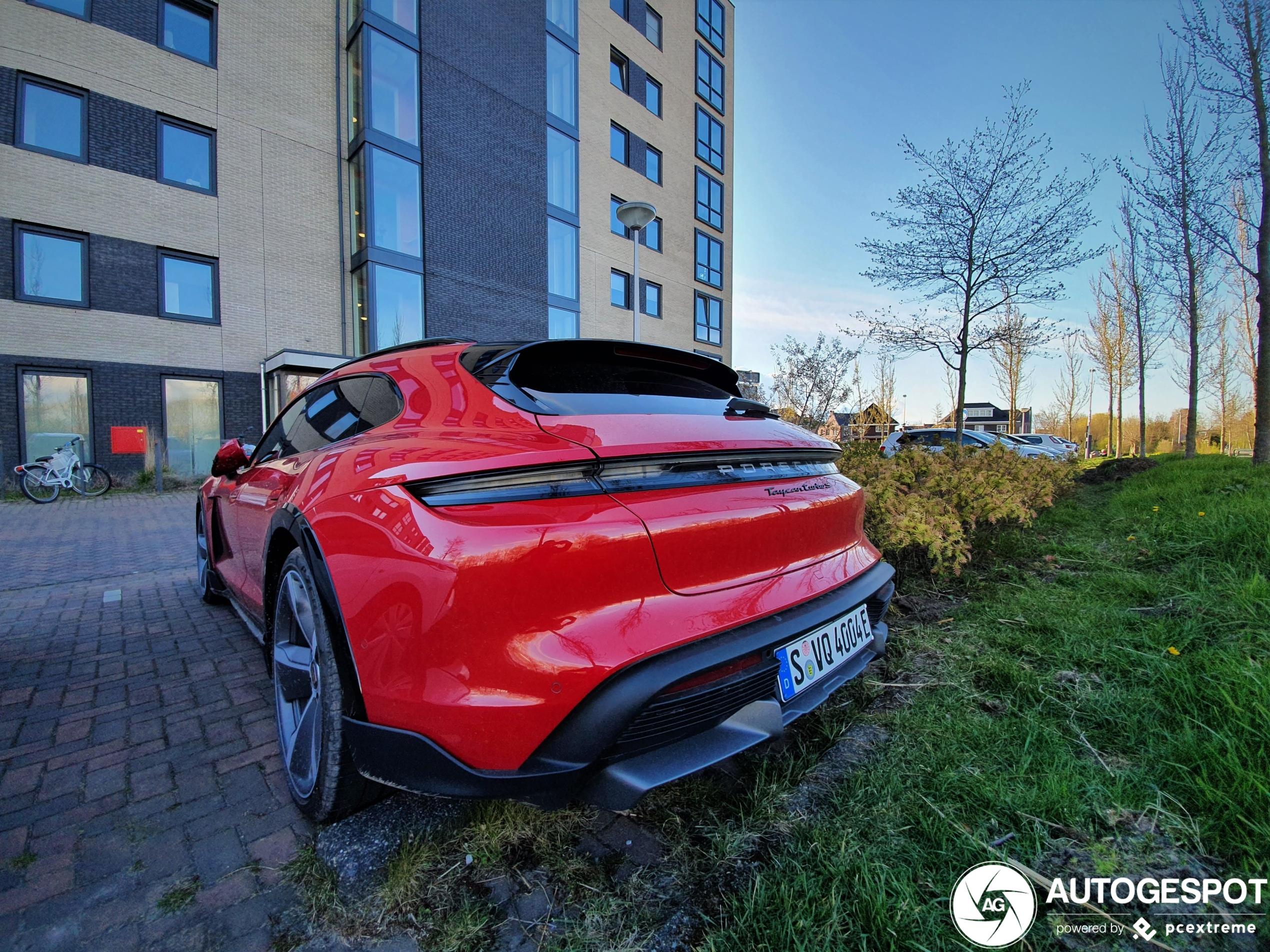 Porsche Taycan Turbo S Cross Turismo duikt op in Nederland