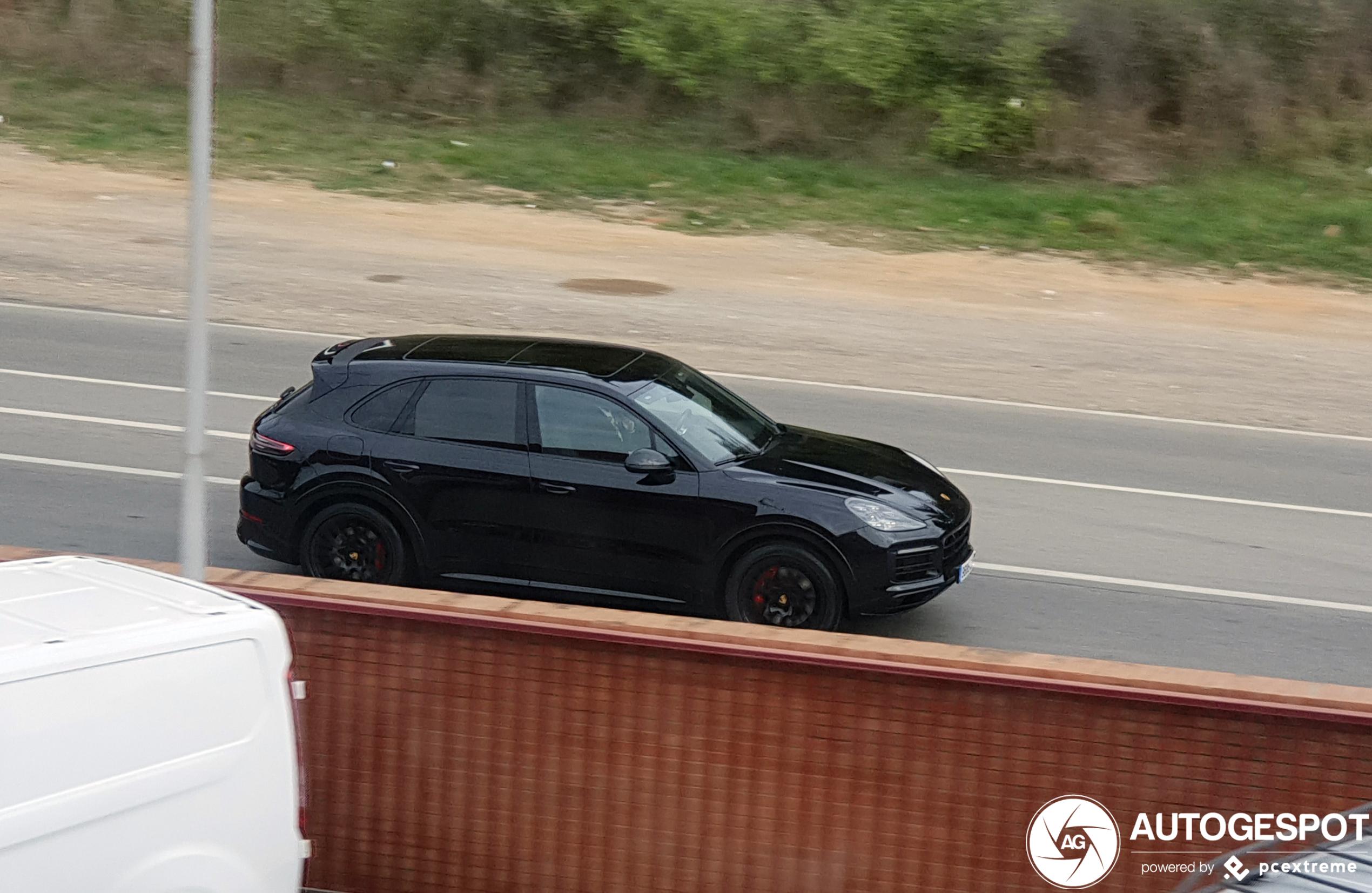 Porsche 9YA Cayenne GTS