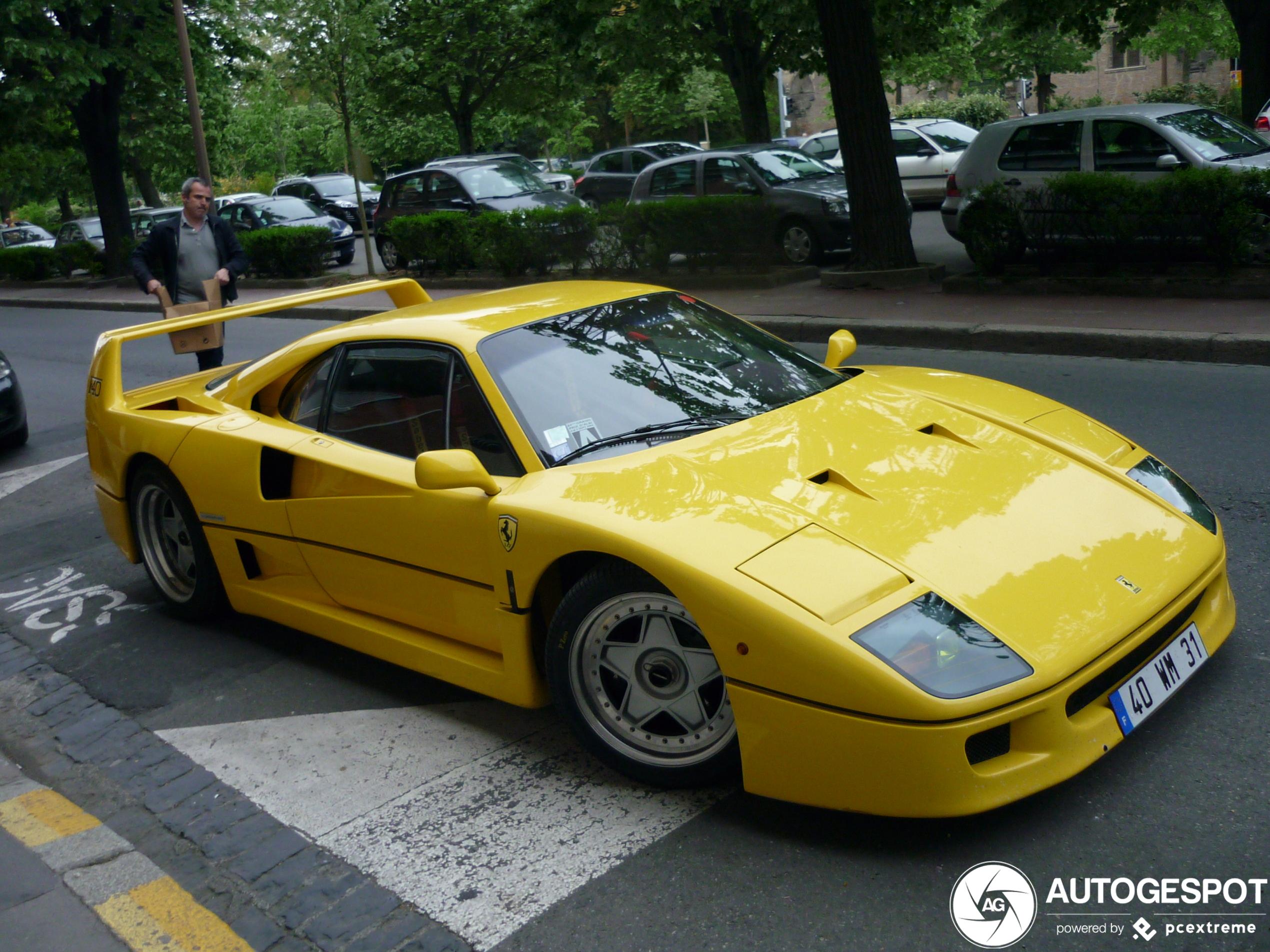 Gele Ferrari F40 is waanzinnig