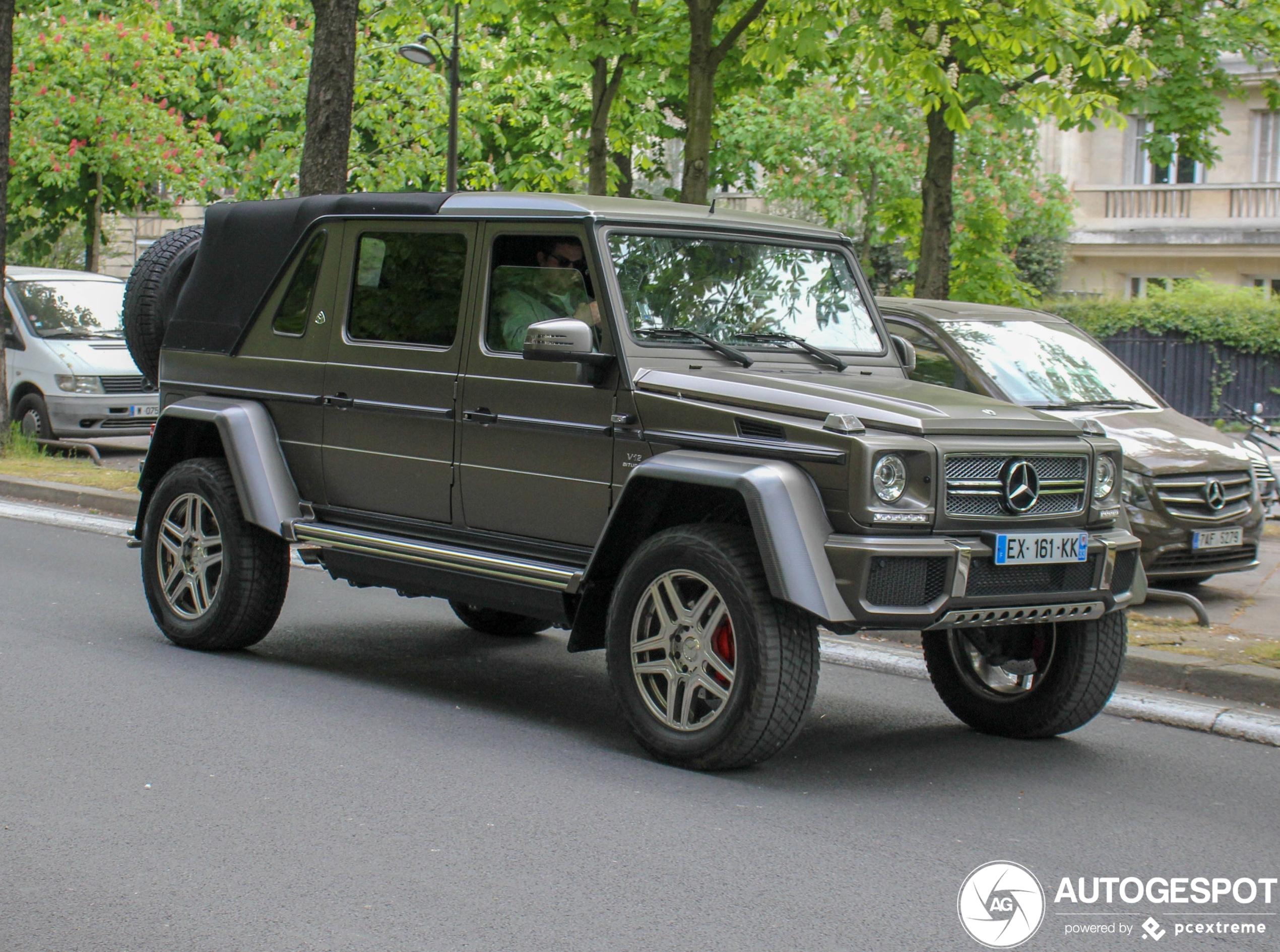 Door de jungle van Parijs in een Mercedes-Maybach G 650 Landaulet