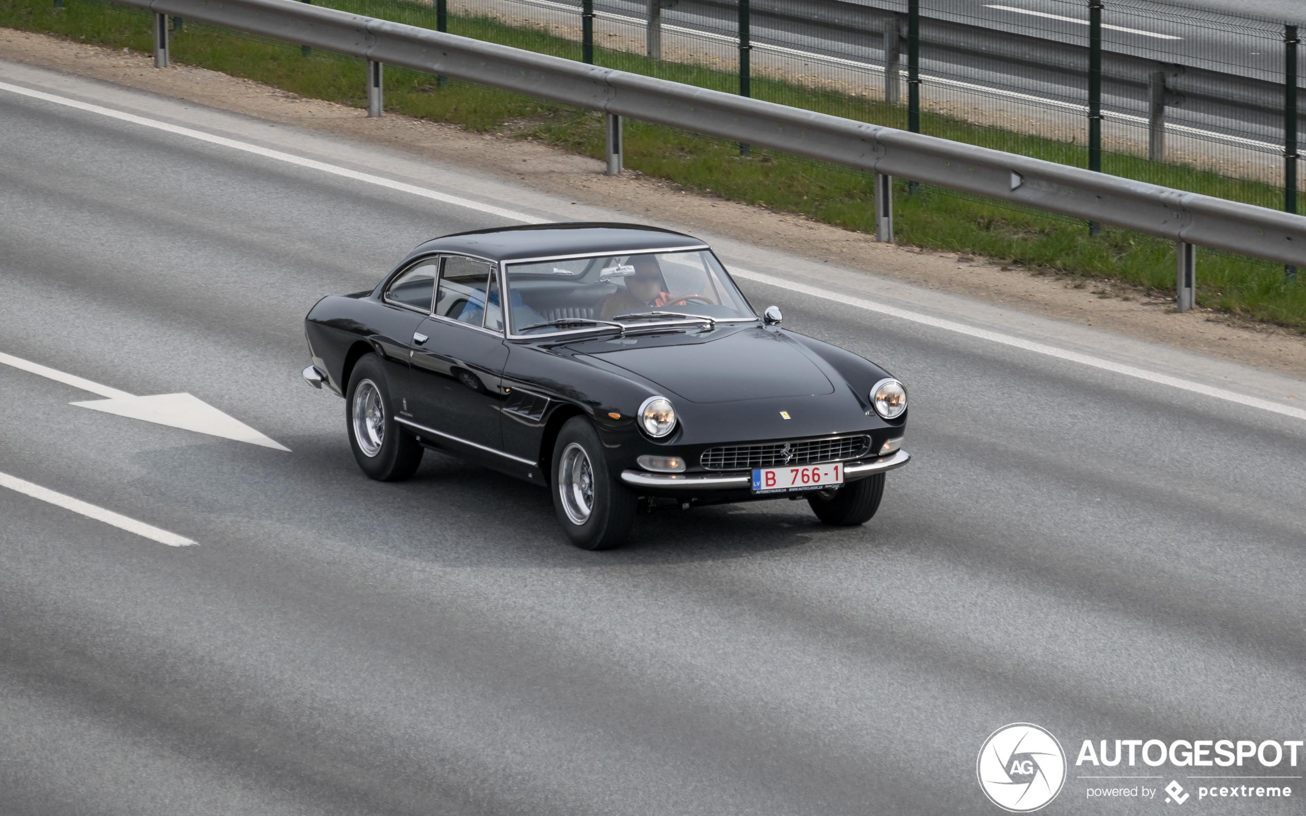 Ferrari 330 GT 2+2 Series II