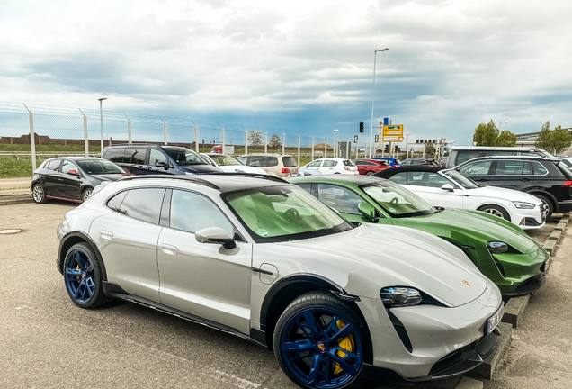 Porsche Taycan Turbo S Cross Turismo