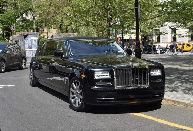 Rolls-Royce Phantom Series II Stretch Limousine