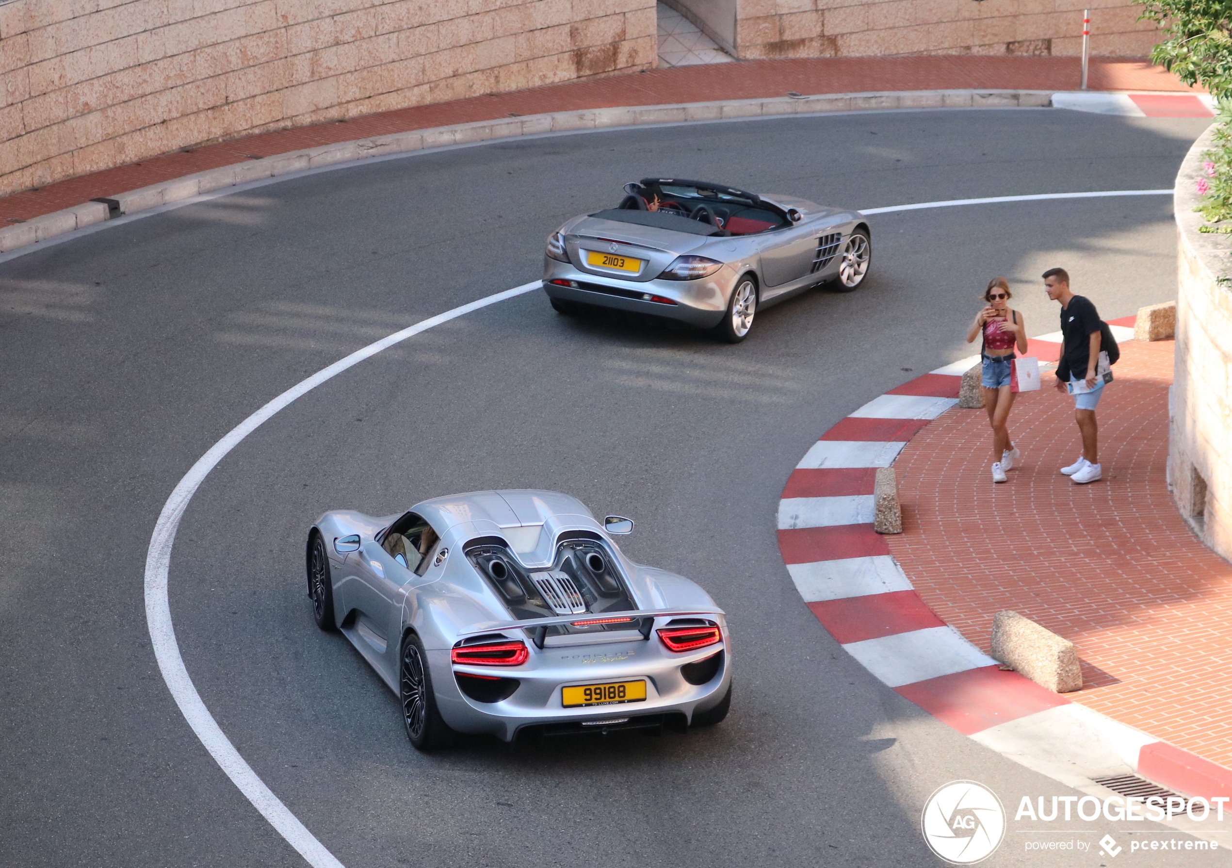 Supercars verkennen het circuit in Monaco