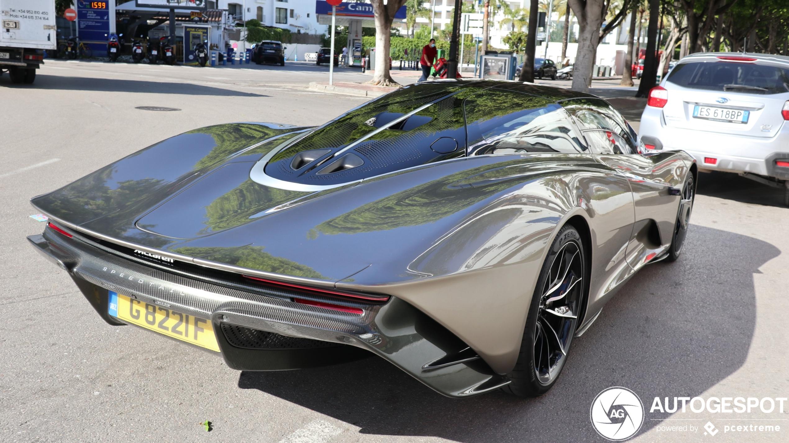 McLaren Speedtail gives us summer vibes!