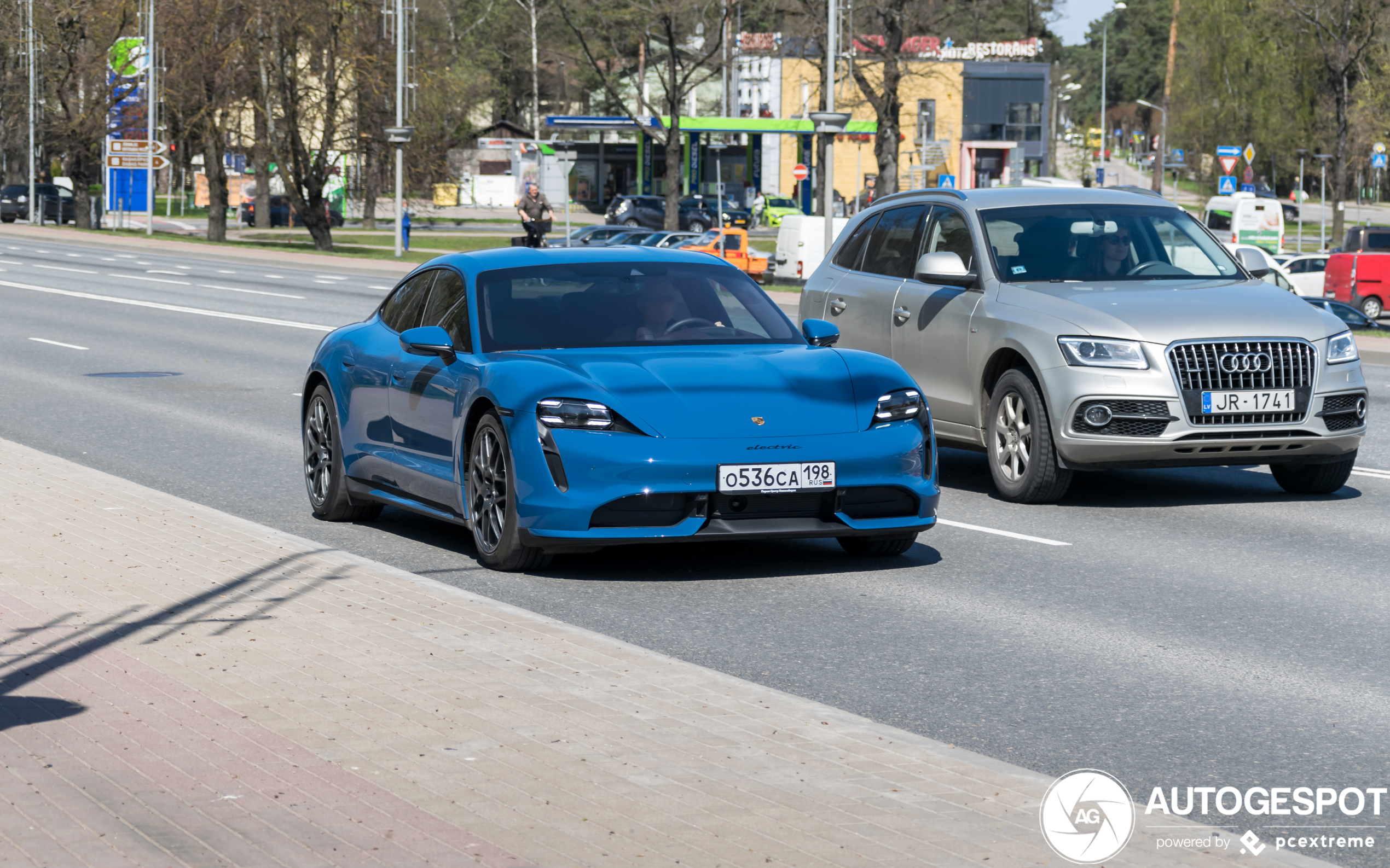 PorscheTaycan Turbo