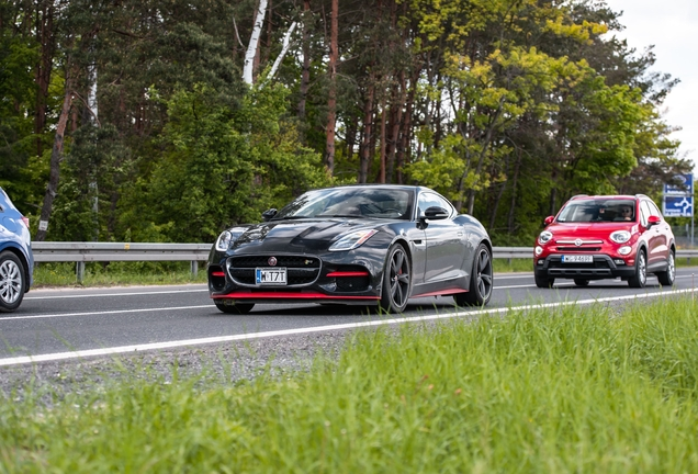 Jaguar F-TYPE R Coupé 2017