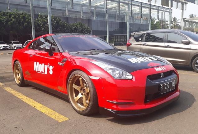 Nissan GT-R Garage Saurus