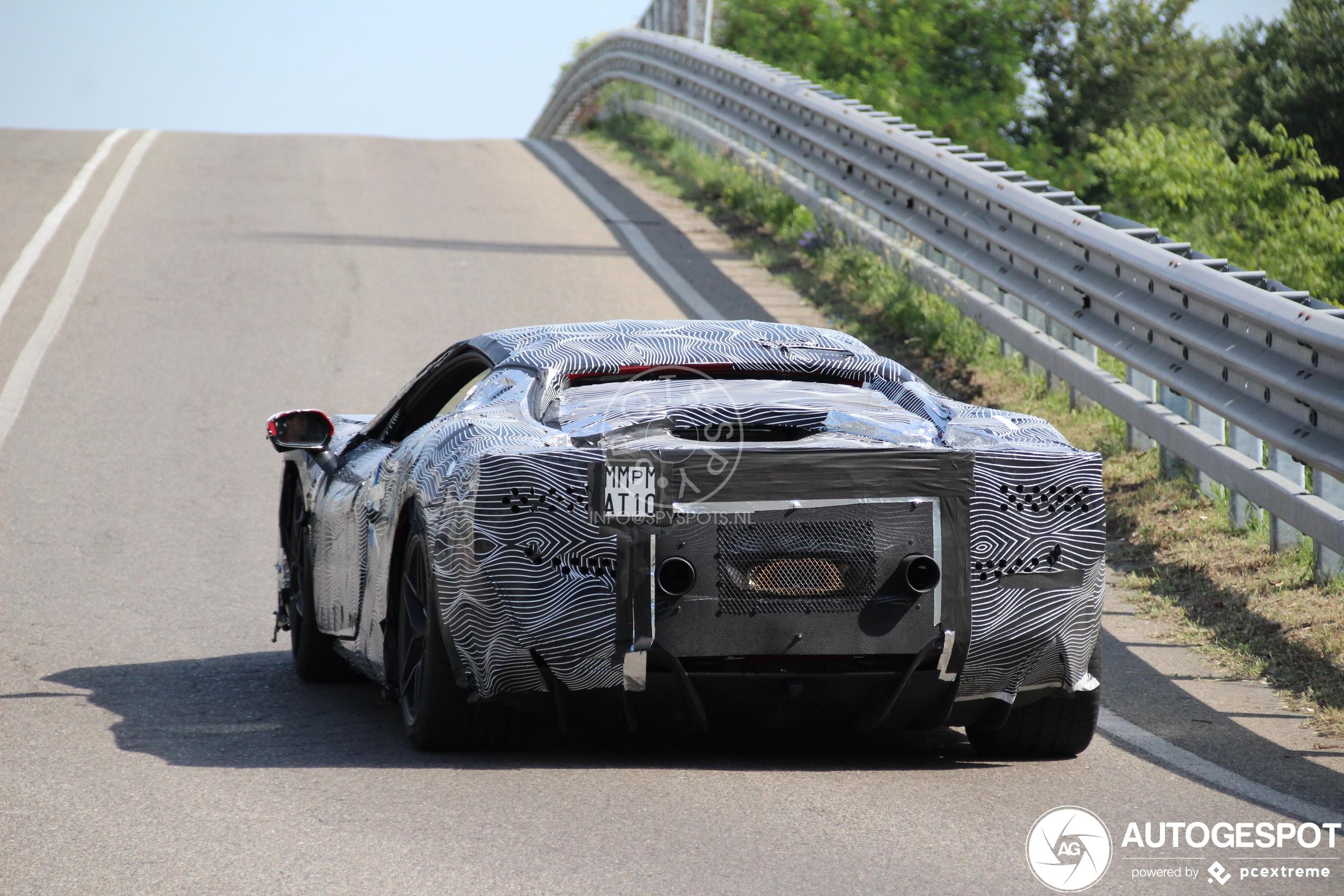 Zien we hier de opvolger van de Ferrari F8 Tributo?