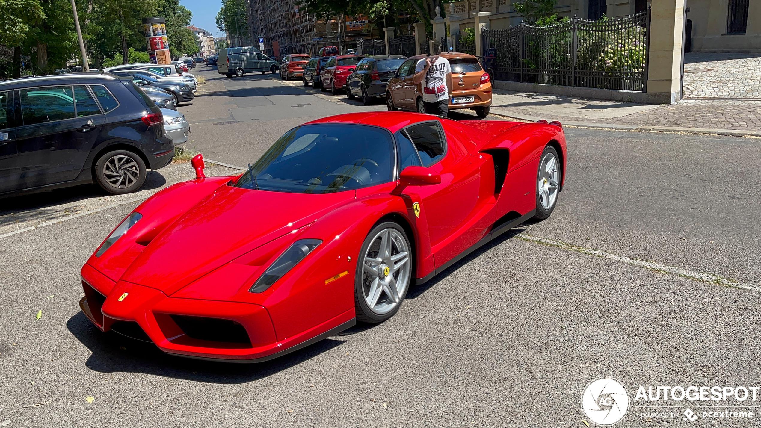 Met deze Ferrari Enzo Ferrari duiken we het weekend in
