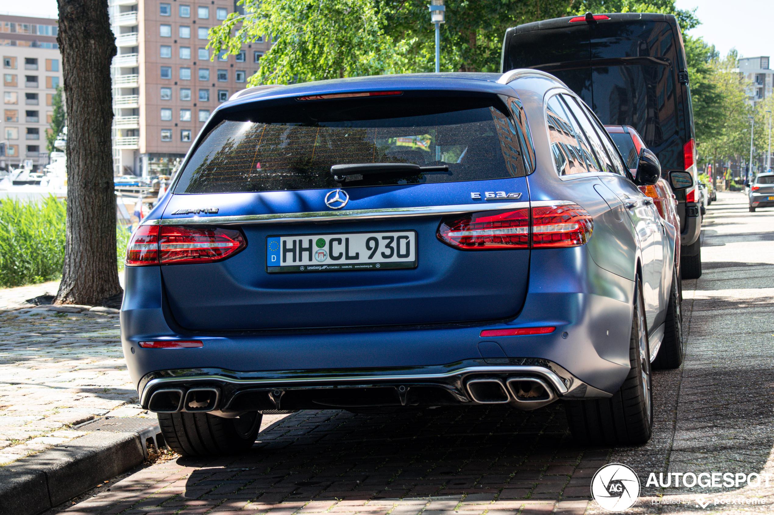 Mercedes-AMG E 63 S Estate staat er lekker bij in Rotterdam