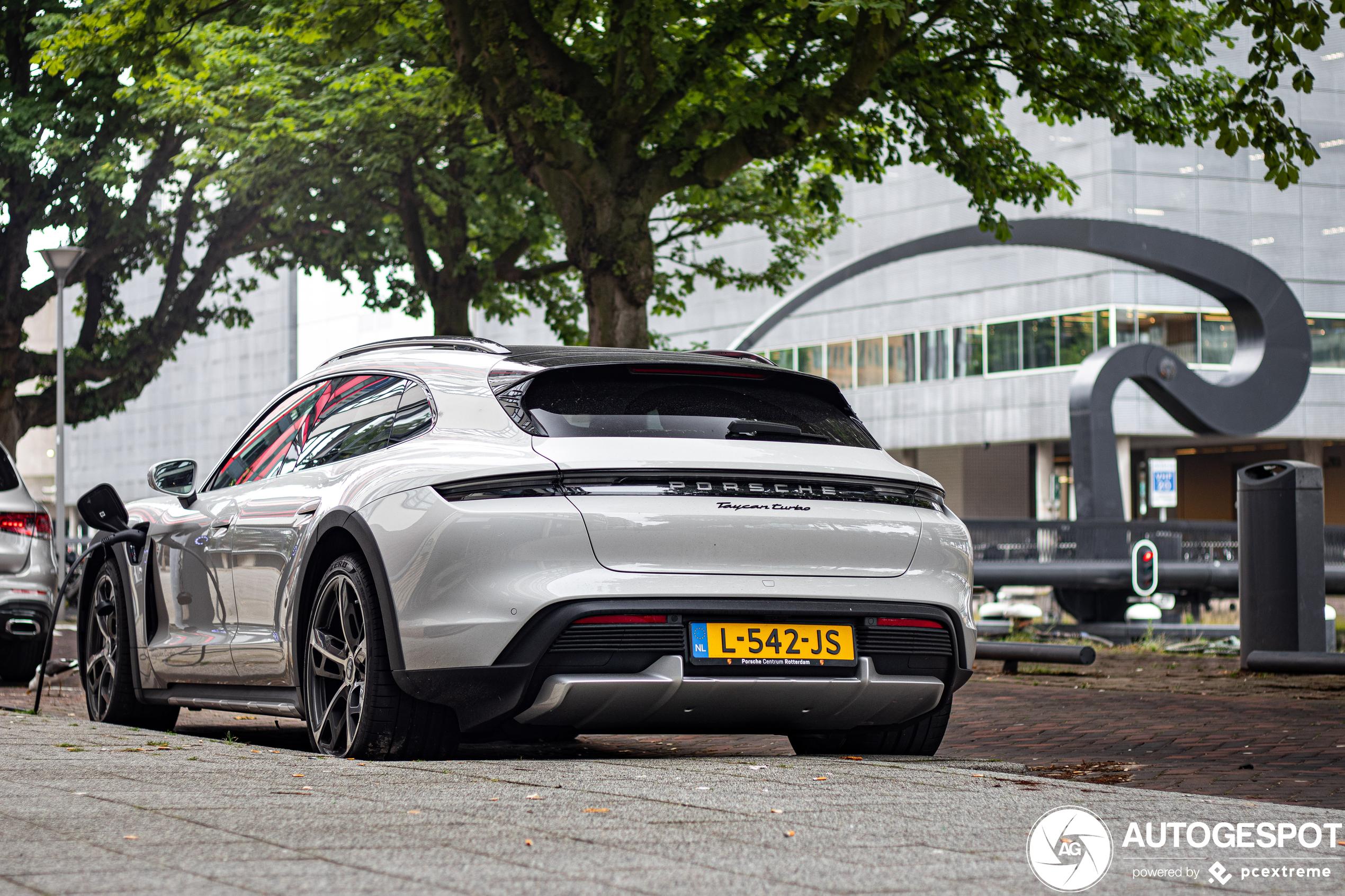 Dit is de eerste Porsche Taycan Turbo Cross Turismo van Nederland