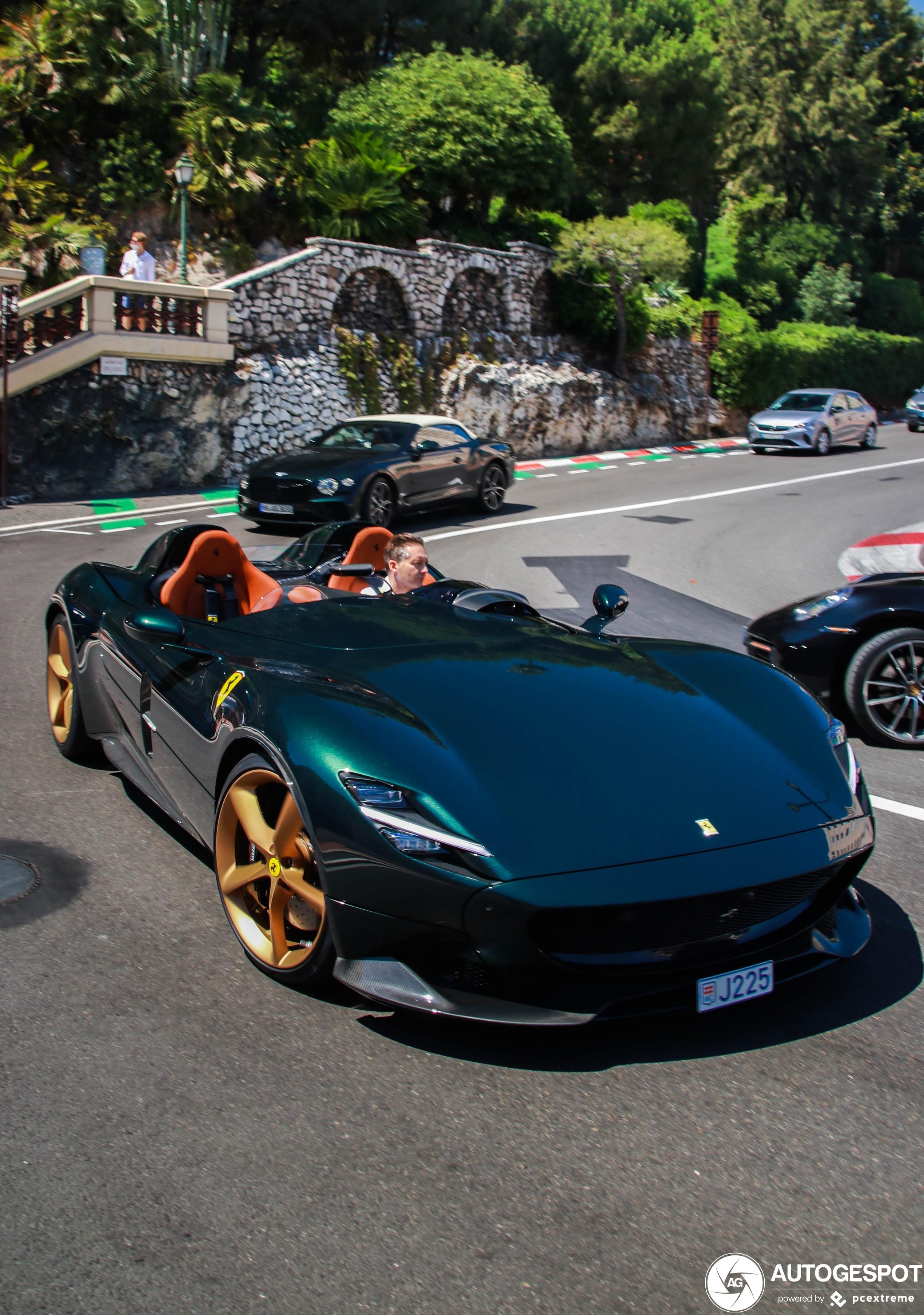 Ferrari Monza SP2 geniet van het weer aan de Riviera