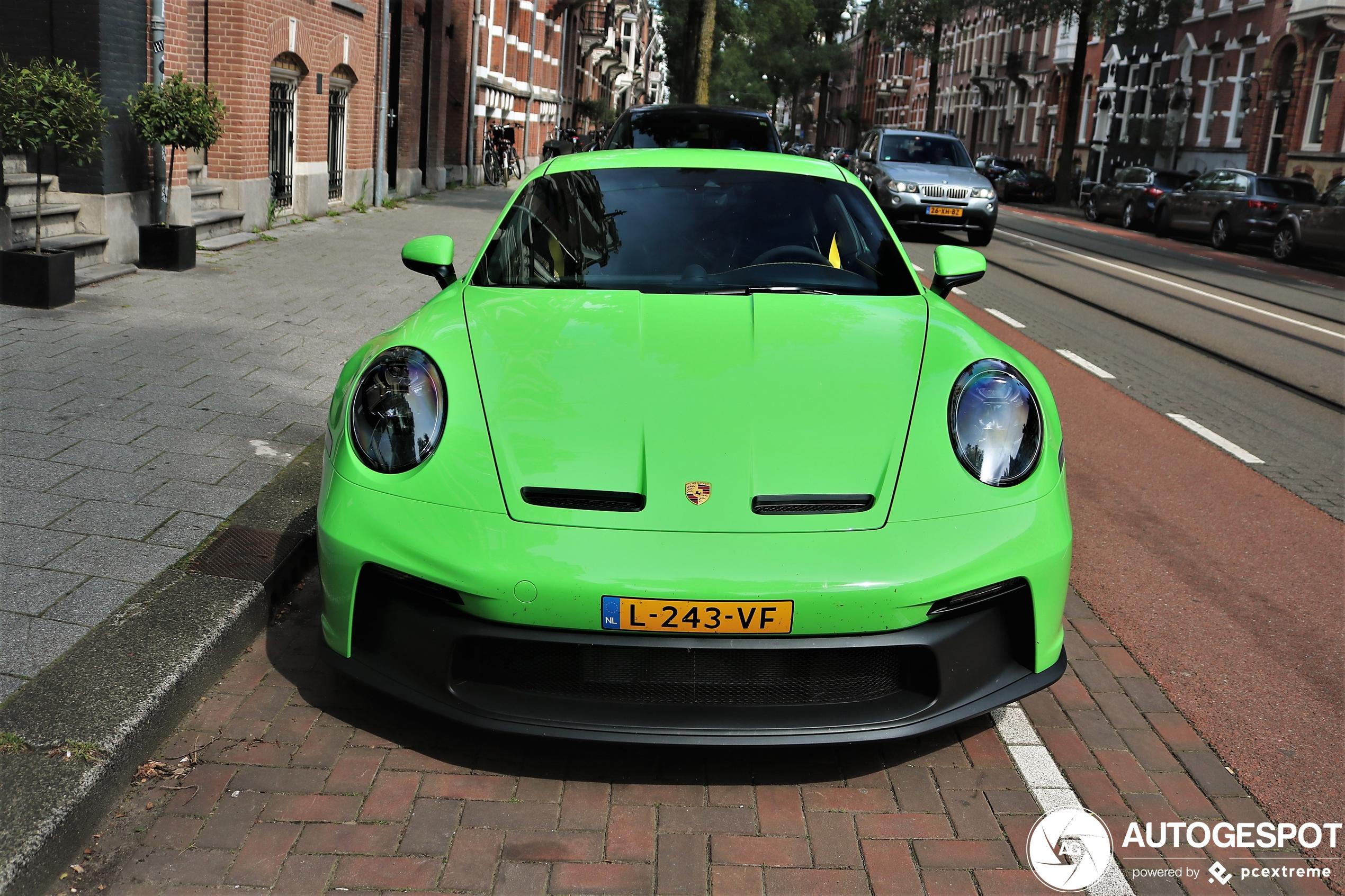 Signal Green op de Porsche 992 GT3 is lekker