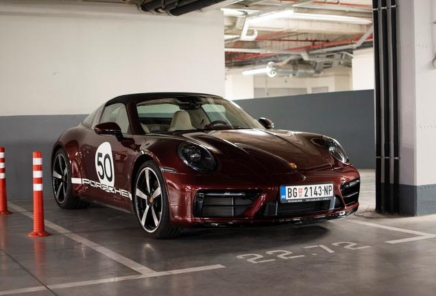 Porsche 992 Targa 4S Heritage Design Edition