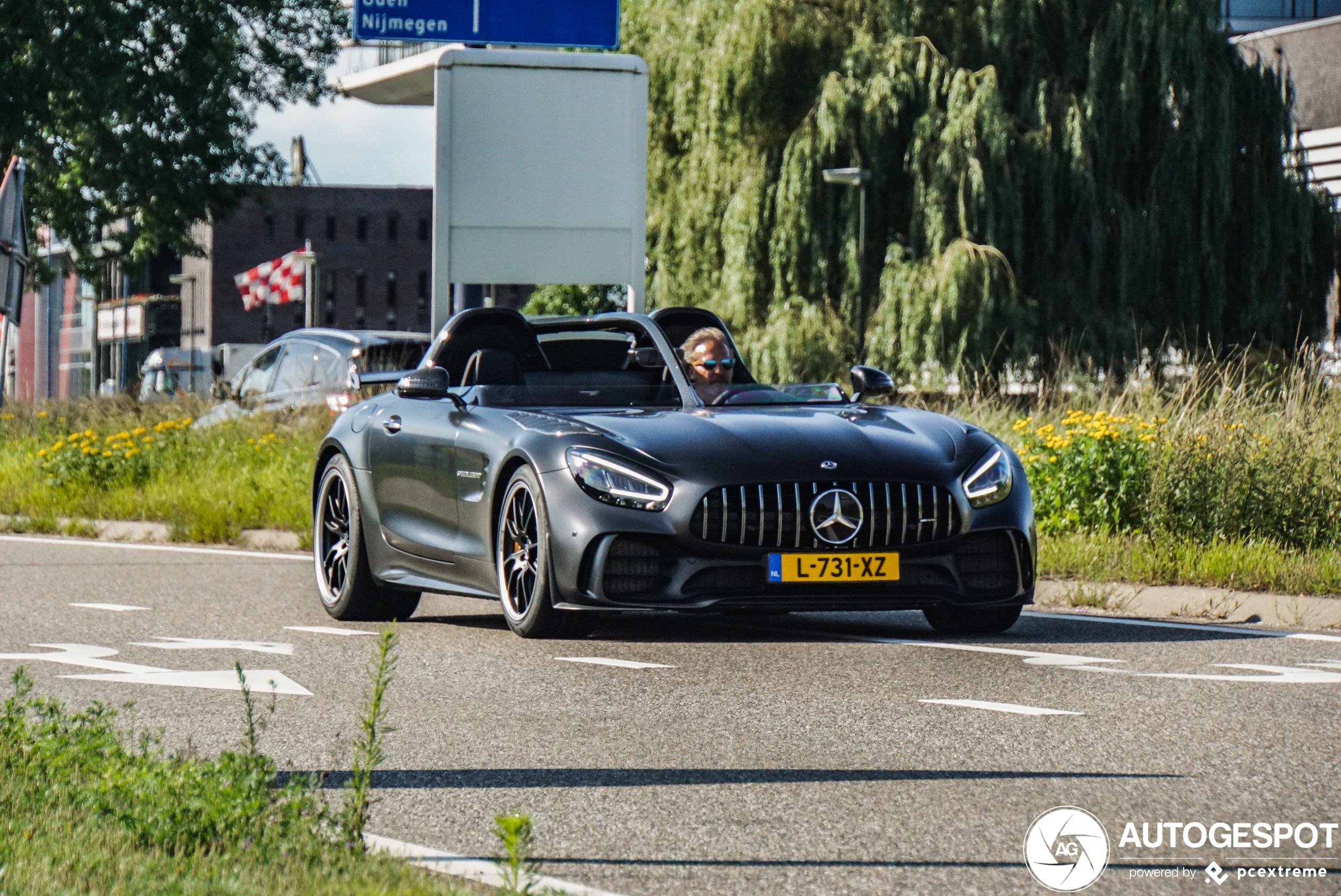 Iemand was zo gek om de Mercedes-AMG GT R Speedlegend op kenteken te zetten