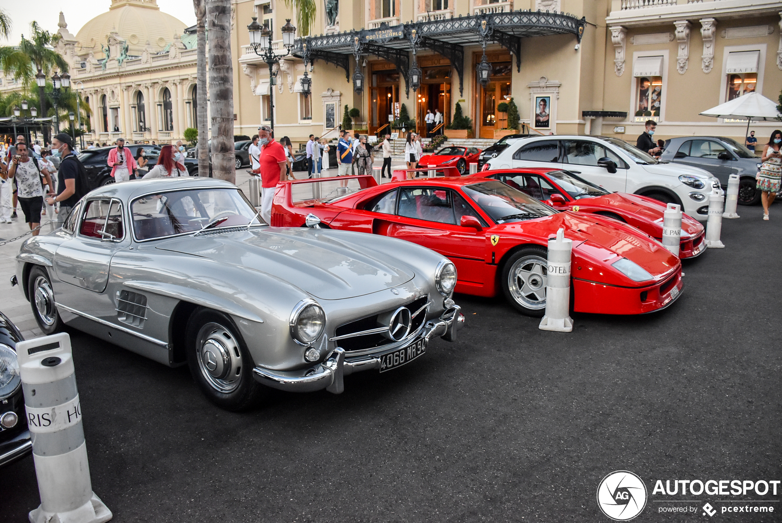 Fiat 500L verpest combo op casinoplein in Monaco
