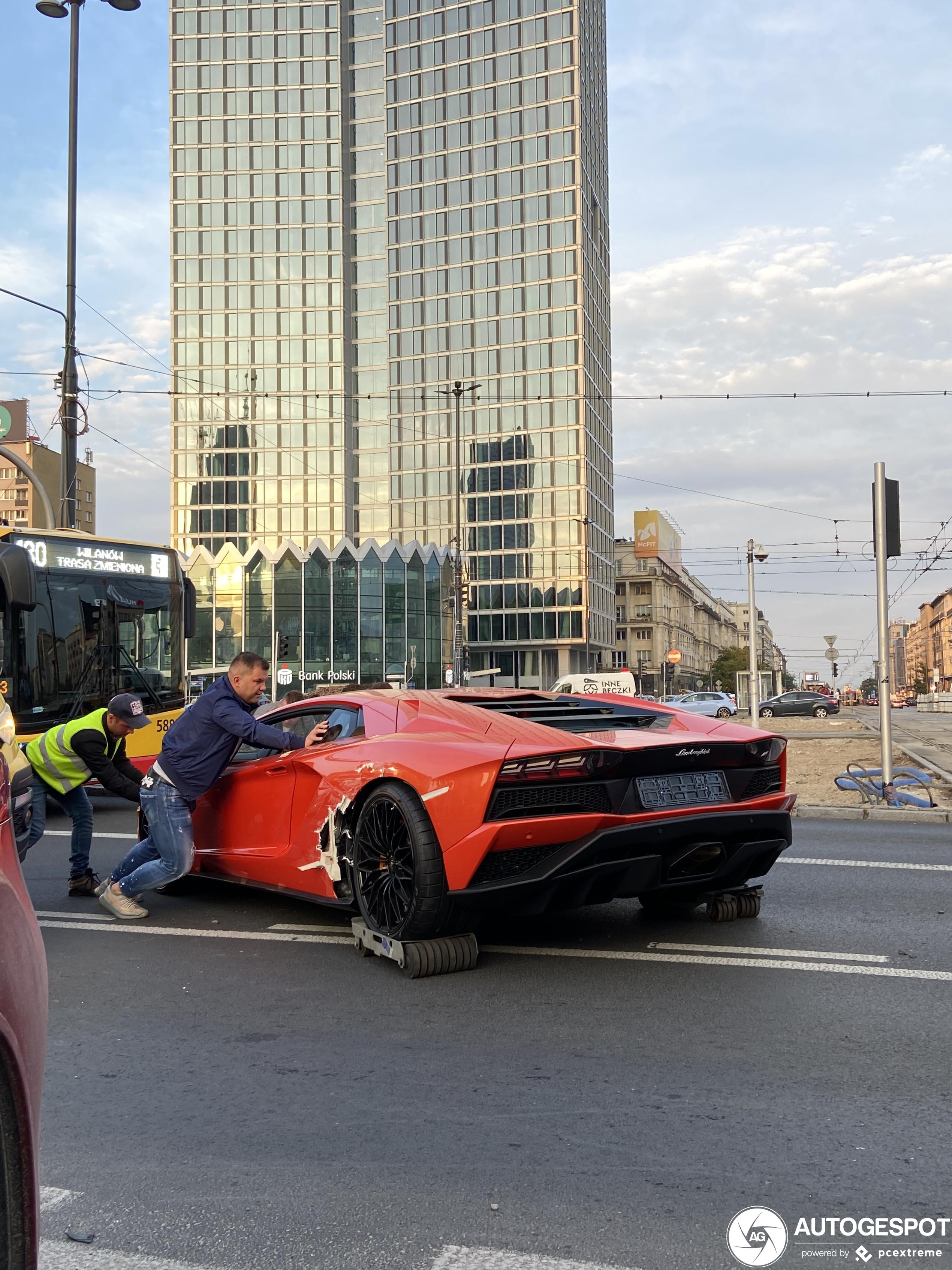 Lamborghini Aventador S heeft een rollator nodig