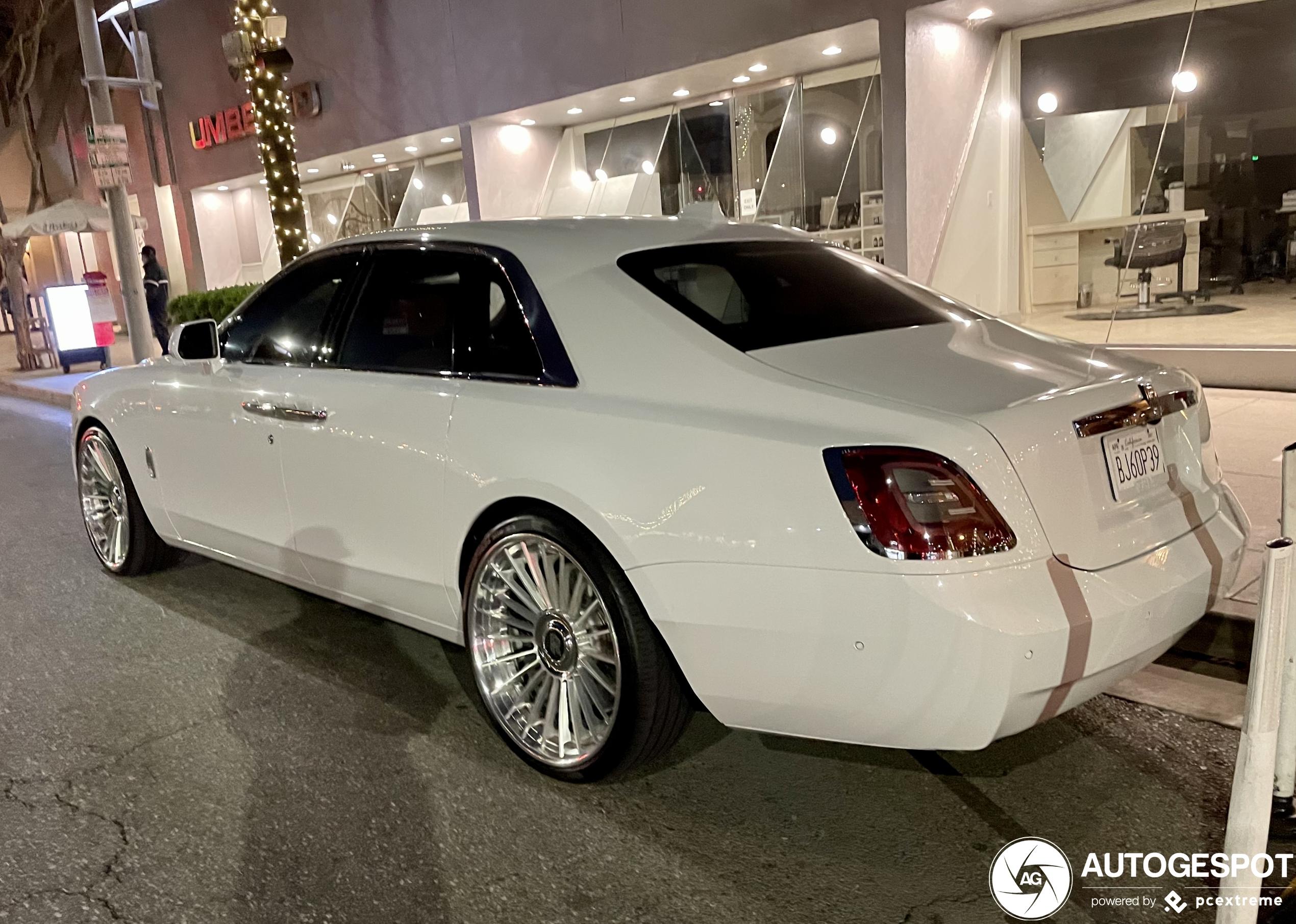 Dit is de eerste Rolls-Royce Ghost met aftermarket wielen