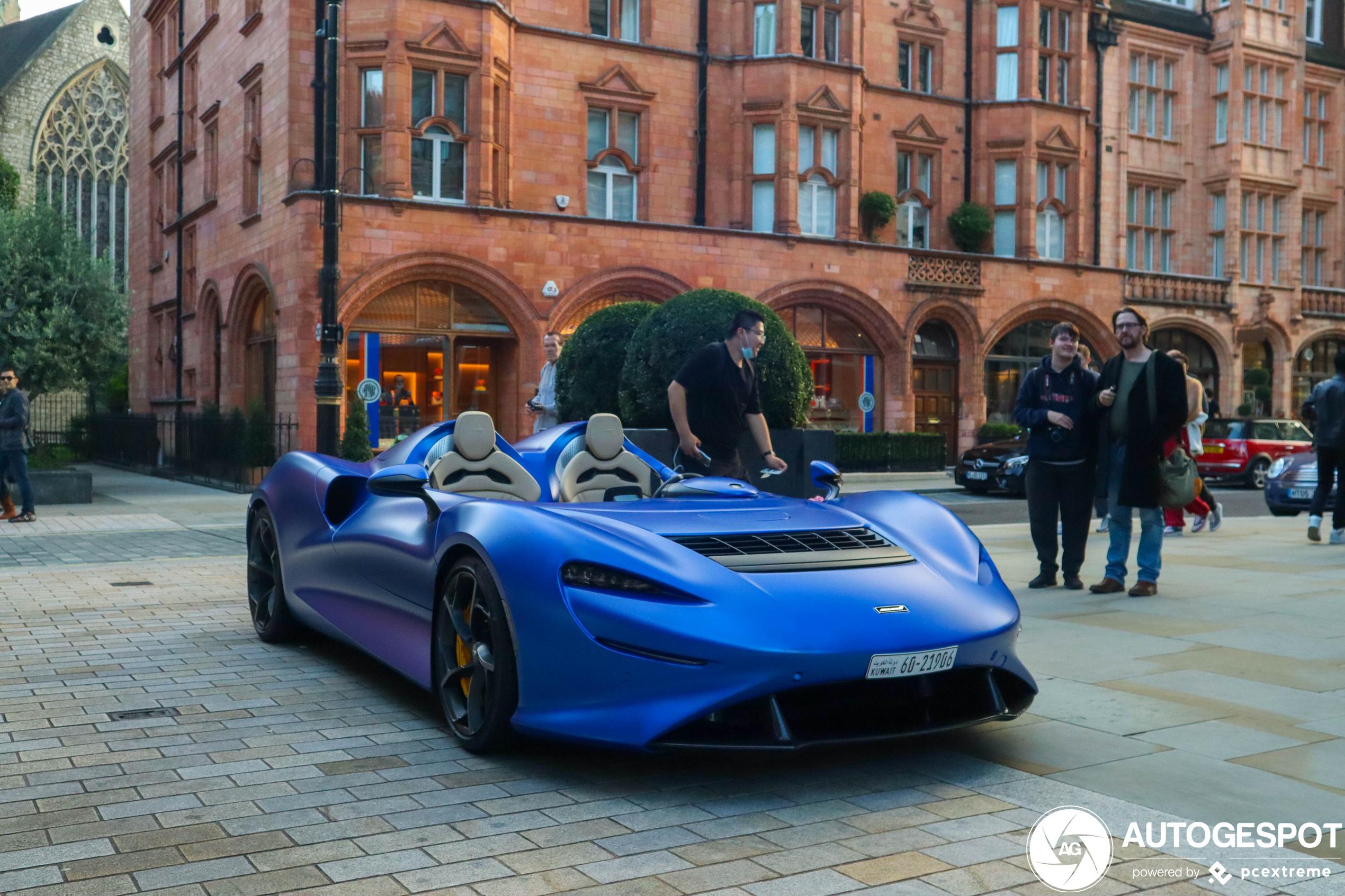 Oef! Blauwe McLaren Elva in Koeweit bezoekt Londen