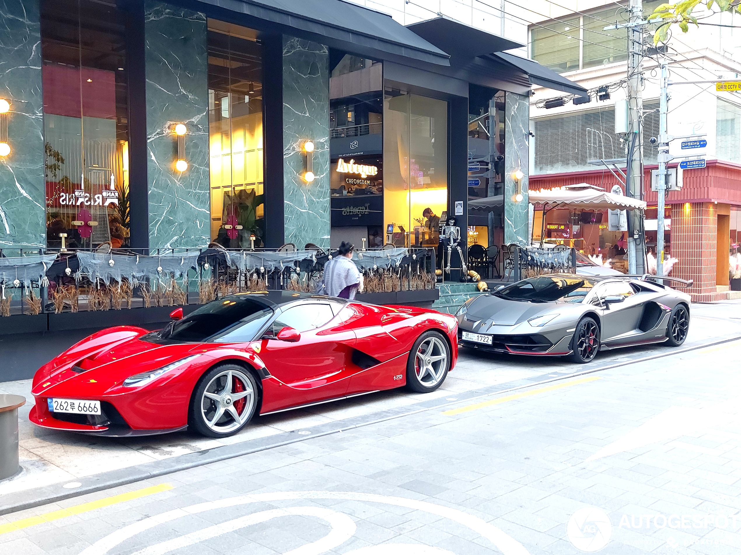LaFerrari Aperta spotted in a scary environment