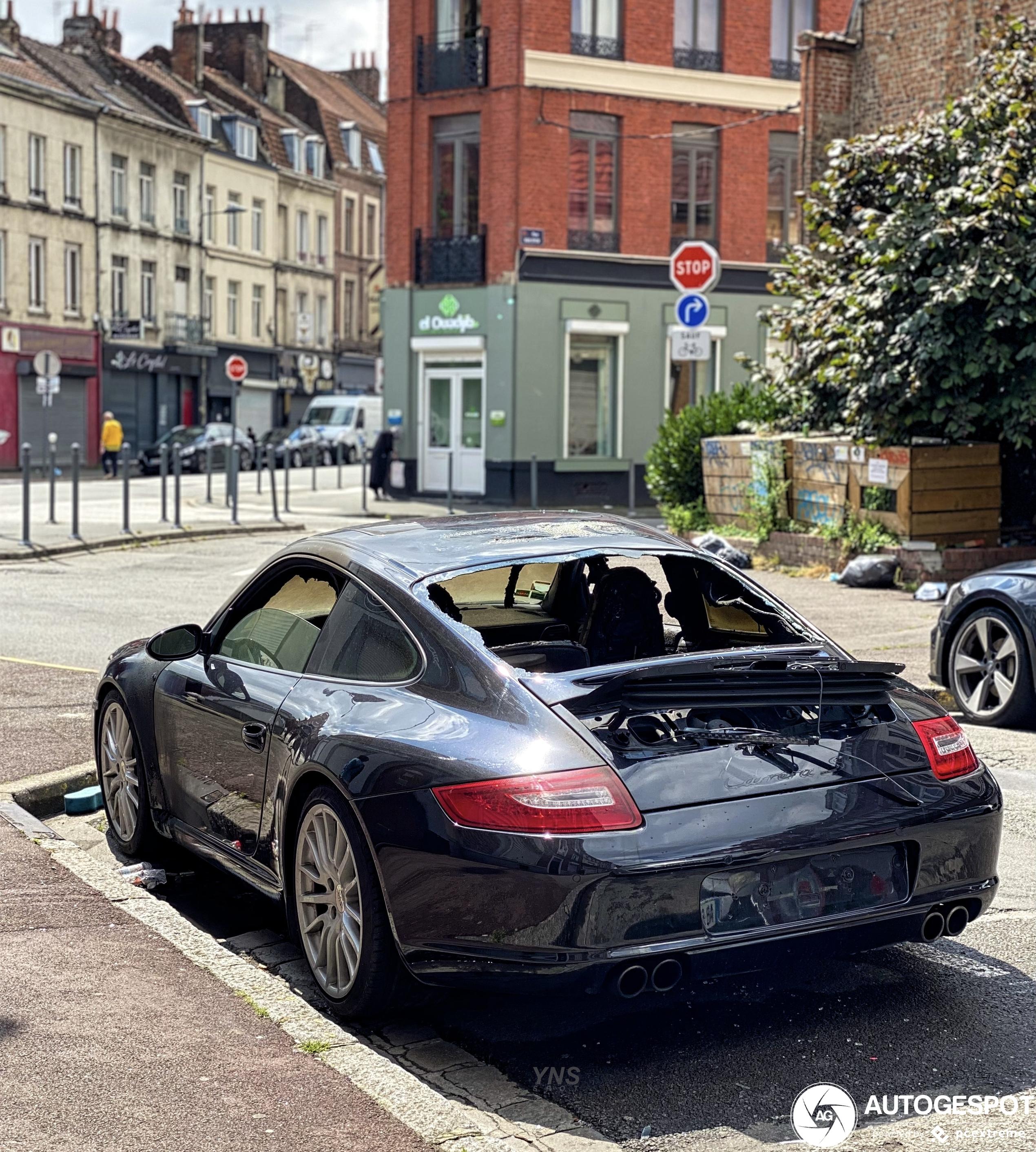 Zo zie je een Porsche liever niet terug
